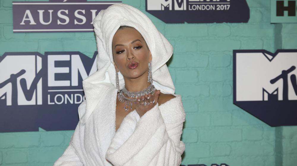 Rita Ora en la alfombra roja MTV EMAs 2017